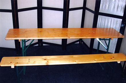 Duitse bierset: 2 banken 220 x 25 cm 1 x tafel 220 x 50