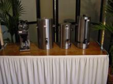 Koffiezetapparatuur van links naar rechts: Bravillor 2x12 kops - koffiecontainer- waterkoker- 10 liter koffieperculator 110 kops